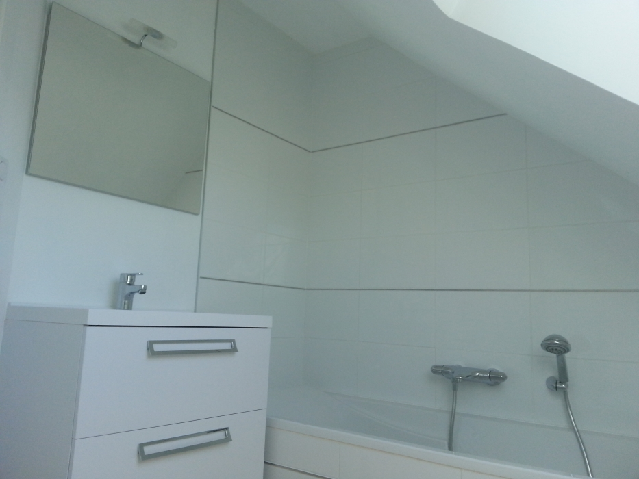 plomberie salle de bain stunning meuble de salle de bains rouge js plomberie with plomberie. Black Bedroom Furniture Sets. Home Design Ideas